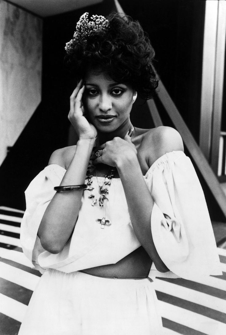 Phyllis Hyman - What a talent...........Gone too soon :(