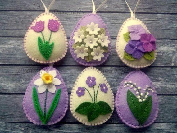 Felt easter decoration - purple felt eggs with spring flowers including lily of the valley flowers, violet flowers, tulips, daffodils and hydrangea flowers. Listing is for 6 ornaments: - Lily of the valley on lavender lilac background - Daffodil on lavender lilac background - Tiny flowers 54€