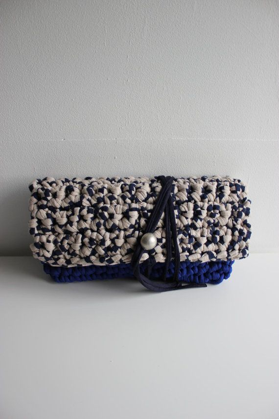 "Handmade handbags made with tshirt yarn / trapillo / zpagetti ""Emma"" clutch https://www.etsy.com/uk/listing/210011771/emma-clutch-handmade-with-eco-friendly?ref=shop_home_feat_3"