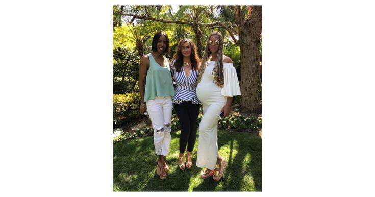 La star dévoile de très jolies rondeurs à Pâques                      Dans quelques petits mois à peine, Beyoncé et Jay Z deviendront les parents comblés de jumeaux. Des bébés qui feront égalem... http://www.purepeople.com/article/beyonce-enceinte-de-jumeaux-la-star-devoile-de-tres-jolies-rondeurs-a-paques_a231535/1