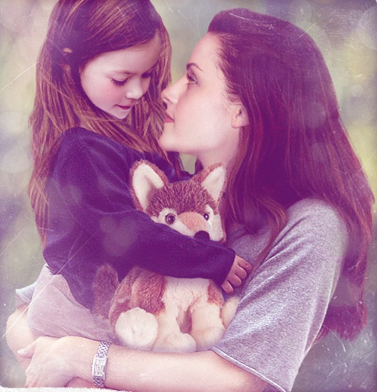 Okay, Renesmee's holding a stuffed wolf. LOVE!