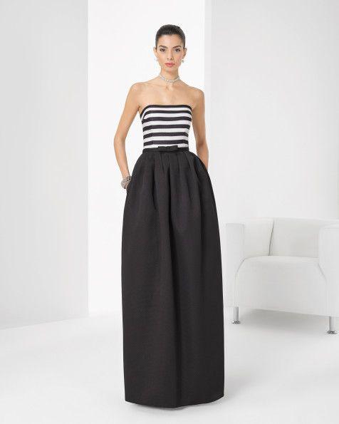 Vestido de pique a rayas. Color negro.