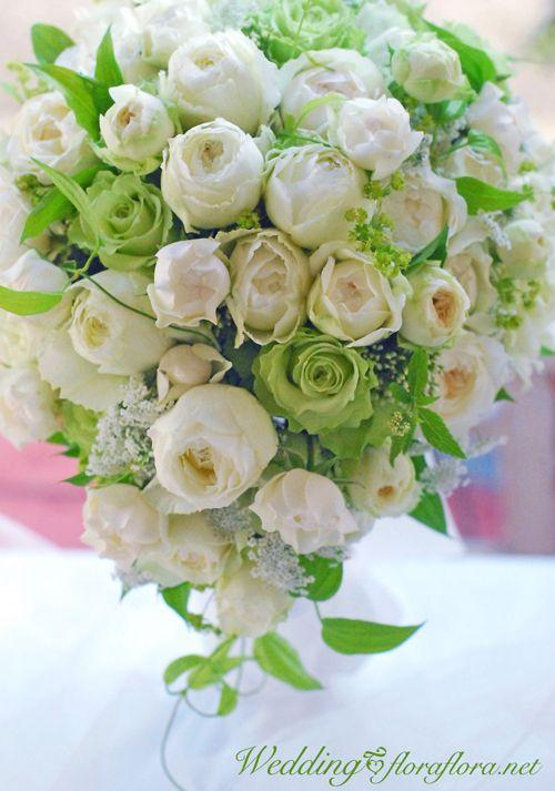 敬老の日ハッピーマンディの月曜日 綱町三井倶楽部様へお届けした白バラたちのセミキャスケードブーケ :FlowerStudioFLORAFLORA*TOKYO*東京フラワースタジオフローラフローラ ウェディングブーケ会場装花&フラワースクール*