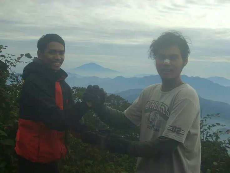 Bersama kawan pendakian Deni Wijaya