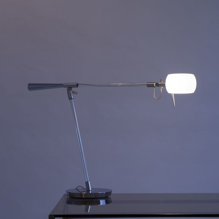 Designed by RICCARDO GIOVANETTI    Manufactured by FONTANA ARTE    Table lamp with base in polished aluminum, stem and arms in pyrex glass with diffuser in white opal glass grit.