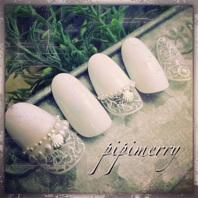 #paragel #pipimerry #white#shell#nail #nailart #japan #このネイル写真は加工している#本当は淡いカラーが入っているの見えた貴女は天才#大人可愛い#pearl #pastel #summer#sea#白ネイル#久々投稿