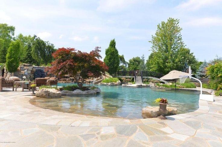 Wassersport ist eine tolle Ergänzung zu einem Wasserpark. Ein Basketballkorb gibt Ihnen eine gute Möglichkeit zum spielen im Wasser.