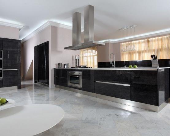 Кухня Алексис в стиле хай-тек черного цвета. Большой остров, серебристая столешница, объемная вытяжка – «изюминки» этой модели http://www.mebel-zevs.ru/kukhni/kuhnja-240