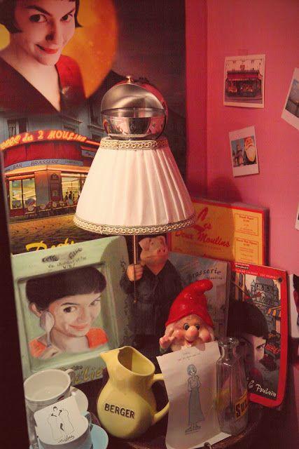 """Oggetti del film """"Il favoloso mondo di Amélie"""" custoditi nel Café des Deux Moulins a Montmartre a Parigi Operazione fritto misto"""