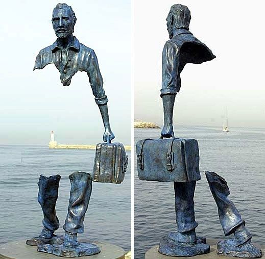 amazing-sculpture-man-hole