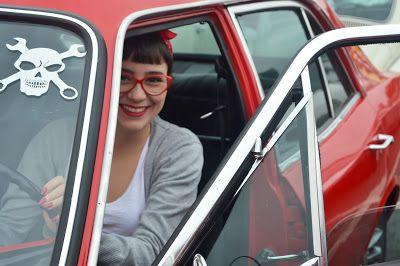 Exposição de carros antigos em Guarulhos/SP; Pin Up