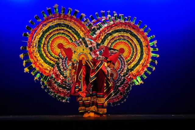 Mexican Folklorico Dance Costumes | Danza de los Quetzales-Ballet Folklorico de Mexico | Flickr - Photo ...