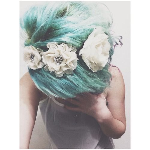 Instagram: roxyy_holden  My Pastel Teal Hair. RAW hair dye 'twisted teal' mixed with alot of conditioner.