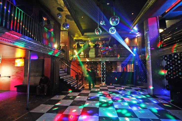 Another Claremont favorite, Boogie is an 80's themed club that plays everyone's favorite throwback songs to sing along to. Make sure to go on Thursday night to catch the student night specials