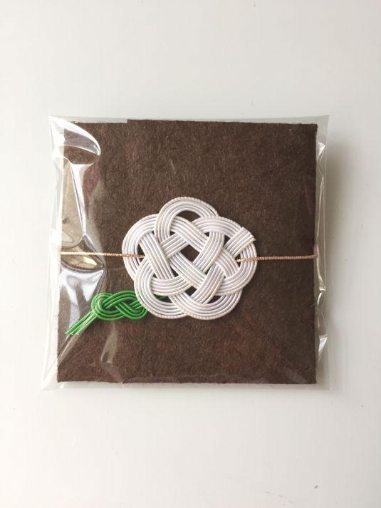 ハンドメイドマーケット minne(ミンネ)| 水引のミニぽち袋 茶×白