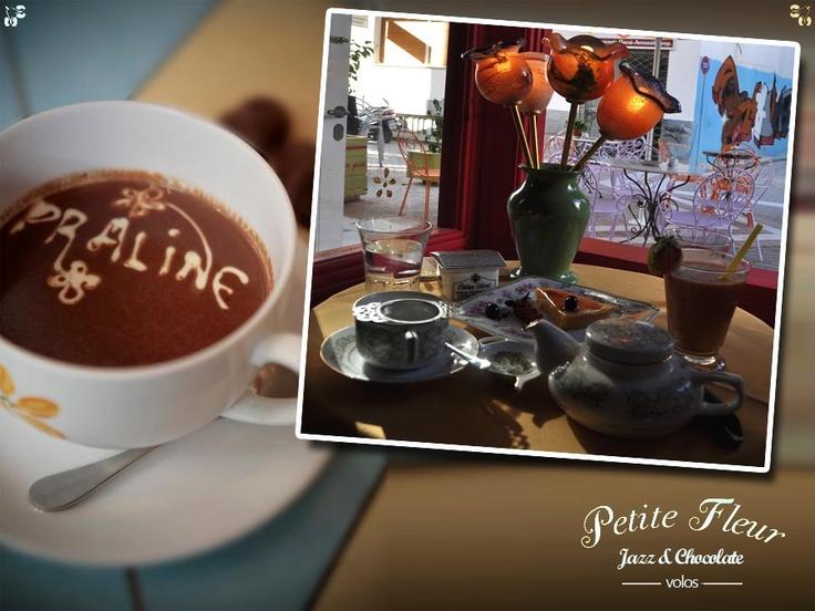 http://www.ilikevolos.gr/petit-fleur-jazz-a-coffee-cafe-bars-volos.html