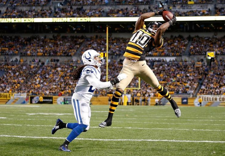 Steelers WR Martavis Bryant shows off his ups as he grabs his second touchdown of the night.