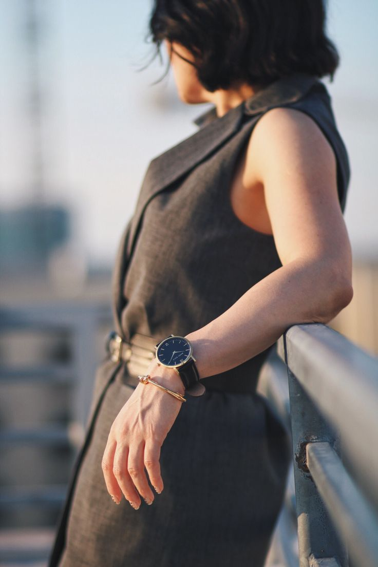 @VIAalexander wearing Marc Bale Gold & Black timepiece and Metallic Knot Bangle from @thepeachbox