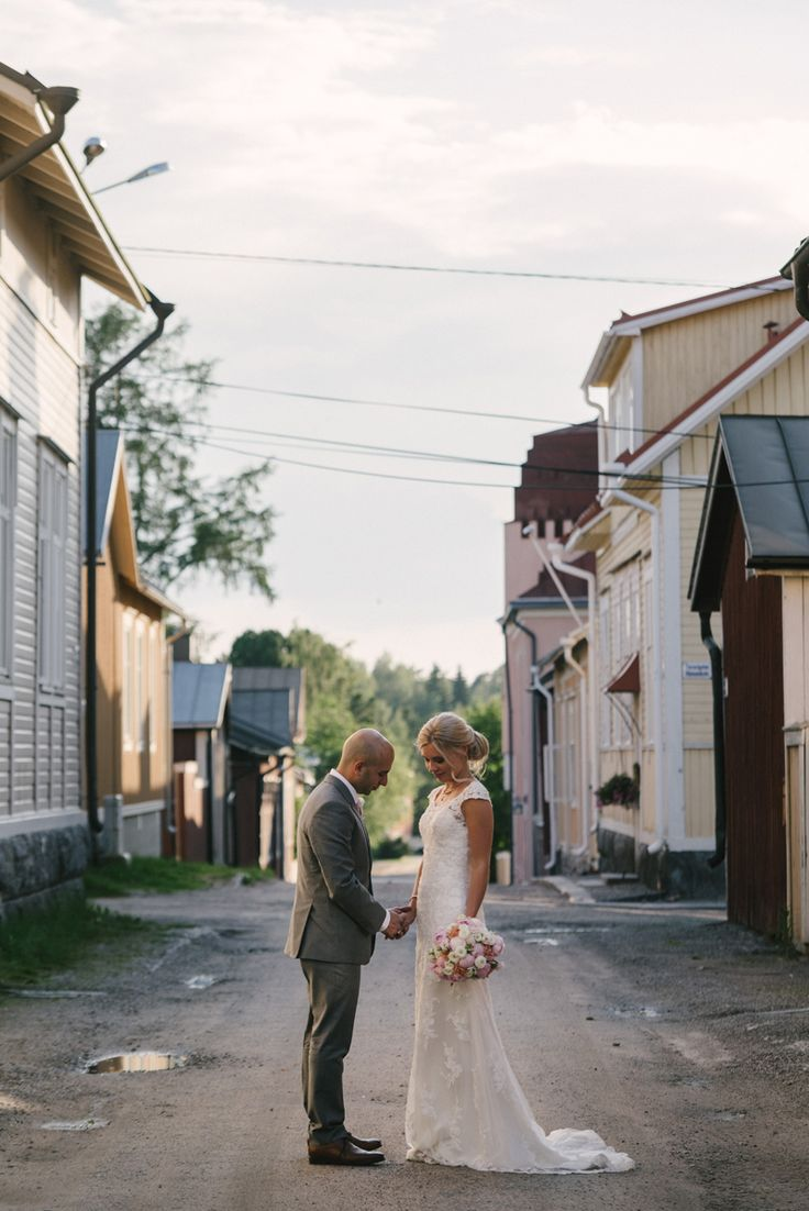 elegant romantic summer wedding portrait Julia Lillqvist | Jonna and Hutan | Finsk-Indiskt bröllop i Jakobstad | http://julialillqvist.com
