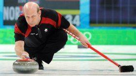 Le curling est l'un des sports des Jeux olympiques d'hiver qui requiert le plus de stratégie. Sur une surface glacée de forme rectangulaire, deux équipes doivent placer des pierres de granite plus près de la maison que l'équipe adverse. La maison est une cible composée de quatre cercles.