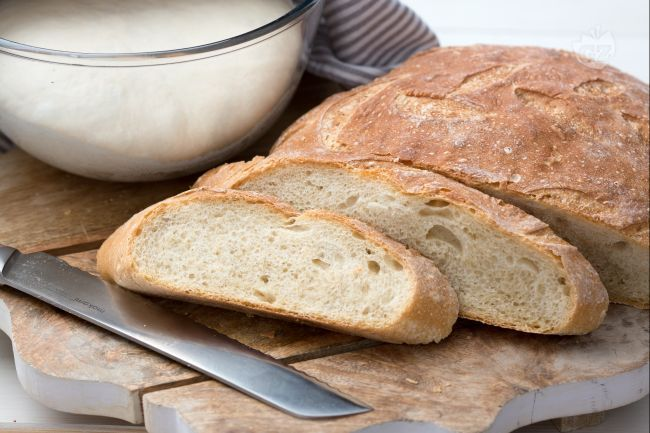 Pane fatto in casa: scoprite come sfornare una pagnotta di grano tenero cotta nel forno di casa, super croccante fuori e morbida dentro!
