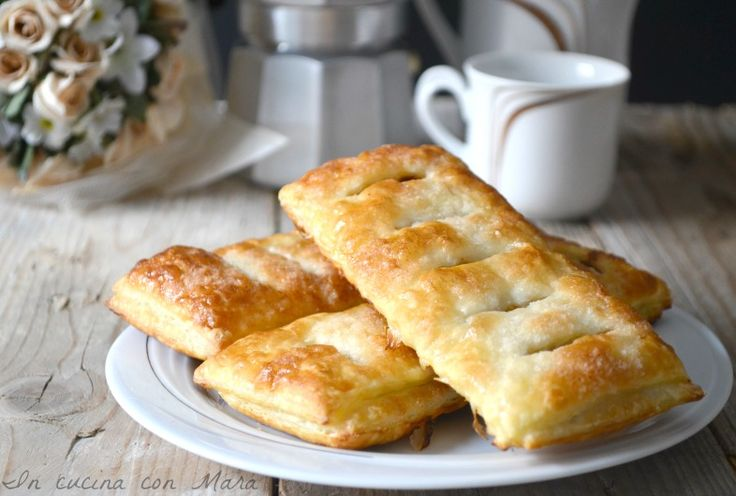 Le sfogliatine alla Nutella sono dei dolcetti semplici e veloci da realizzare, infatti si preparano con solo ingredienti: pasta sfoglia e nutella.