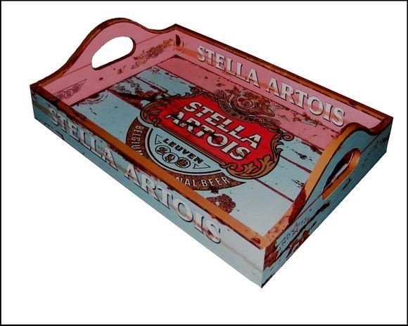 Bandeja Decorada e Envernizada ao estilo Vintage. Imitação de metal enferrujado. Tema Stella Artois