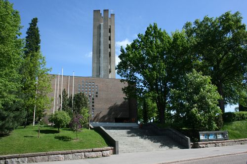 Lahden pääkirkko Ristinkirkko on tunnettu jumalanpalvelusten, kirkollisten toimitusten sekä mittavien hengellisten tapahtumien pitopaikkana. Se on valmistunut vuonna 1978, jonka on suunnitellut arkkitehti Alvar Aalto. Kirkossa pidetään jatkuvasti konsertteja, näyttelyjä, juhlia ja muita tapahtumia, joista merkittävin on Lahden kansainvälinen urkuviikko.