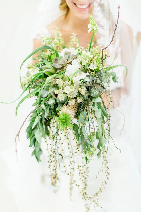Greenery Bouquet    #wedding #weddings #weddingideas #aislesociety #beachweddings
