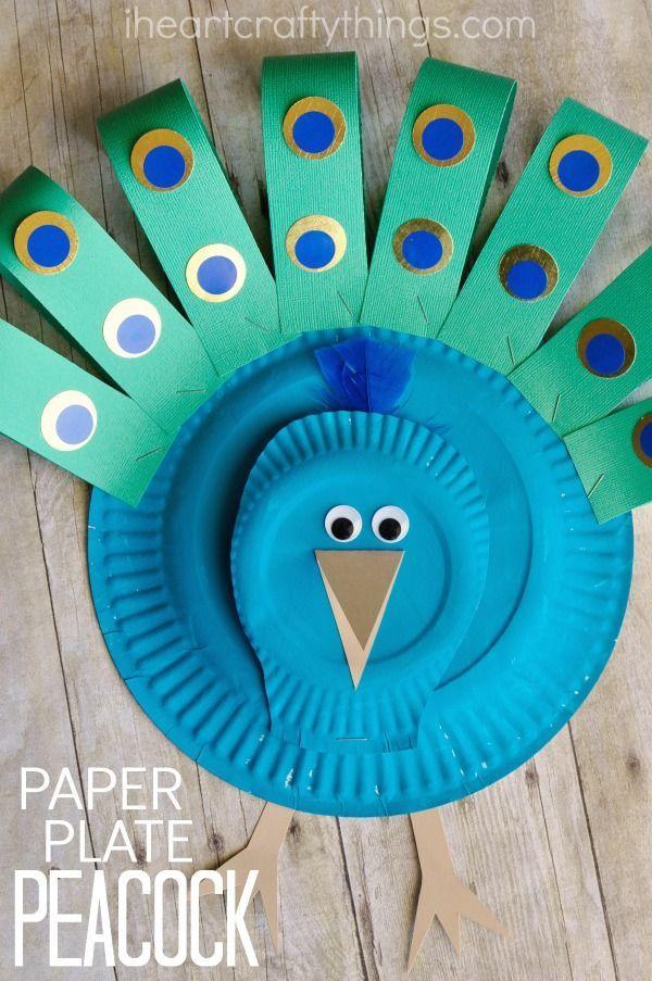 Dieses wunderschöne Pappteller-Pfau-Handwerk ist einfach herzustellen und eignet sich hervorragend für