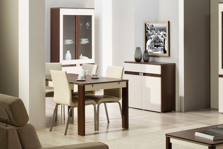Idealna fuzja wiśni malaga z beżem w wysokim połysku oraz aluminiowymi dodatkami przy frontach, przemawia do użytkownika z wysublimowanym gustem. Oto meble z kolekcji Tre w całej okazałości #meble #szynakameble #furniture #wood #drewno #inspiracja #zainspirujsie #inspiration #jadalnia #diningroom