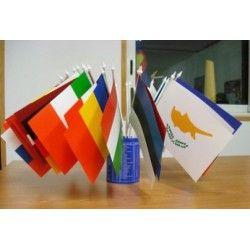 Achetez le lot de 29 #drapeaux de table en plastiques des pays de l'#Union #Européenne à agiter ou laisser en socle. En papier plastifié  avec le drapeau européen sans le socle. Idéale pour toutes les manifestations nationales et européennes - 13,92 euros https://www.drapazur.com/drapeau-europe/1377-jeu-de-29-drapeaux-plastiques-des-pays-de-l-union-europeenne-.html