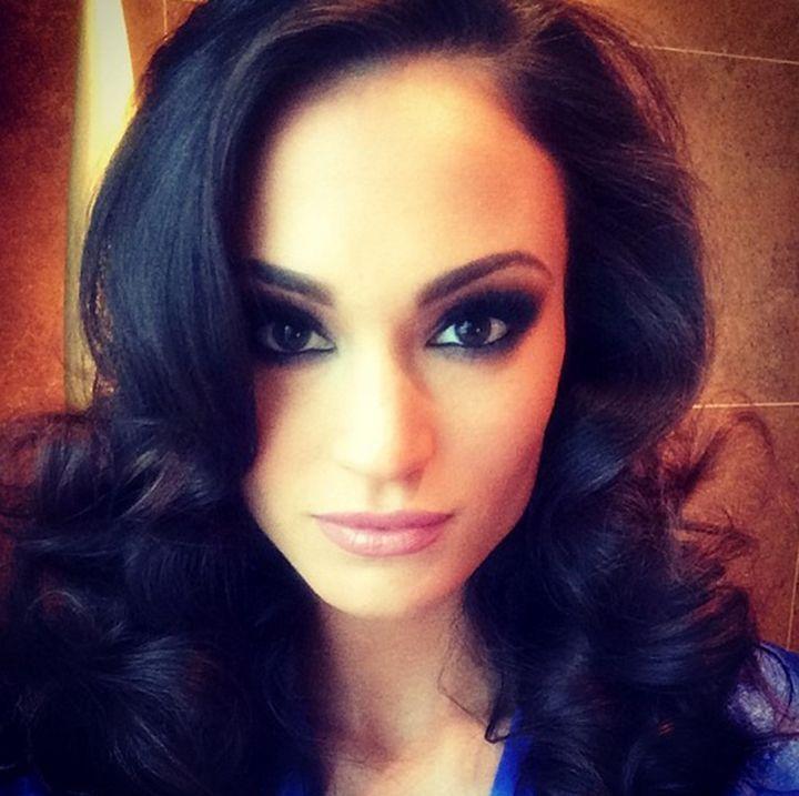 Miss Iowa Slams Selfies, But! Takes Tons of Selfies Herself.