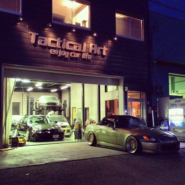@evasivemotorsports | Visiting @tacticalart in #Osaka, #Japan. #tacticalart #hondatuning #honda #motorsports #jdm #madeinjapan #s2000 #civic #ek #eg #ap1 #ap2 #dc2