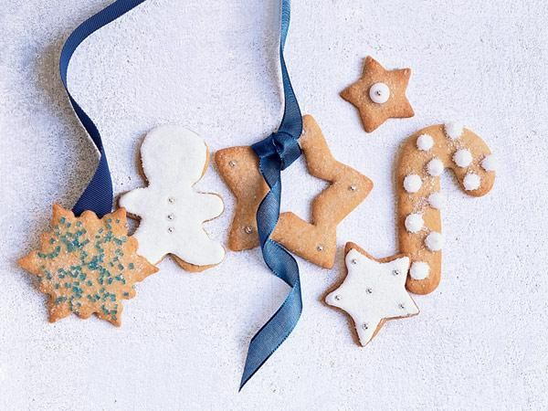 25 Holiday Cookie Recipes: Sugar Cookies With Royal Icing http://www.prevention.com/food/cook/holiday-cookie-recipes?s=6&?cid=NL_PVNT_1946494_12152014_holidaycookies_text