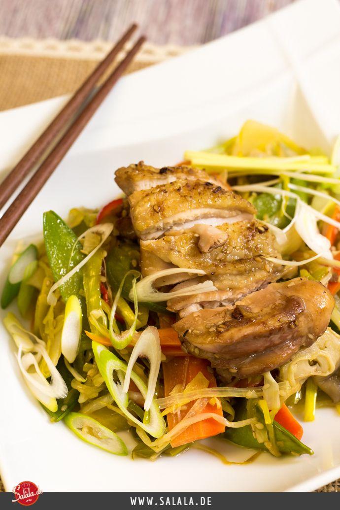 Chinapfanne mit knusprigem Hähnchen low carb - by salala.de - Hähnchen Paprika Lauch Möhren Sesam China Asiatisch Rezept selber machen Huhn mit knuspriger Haut