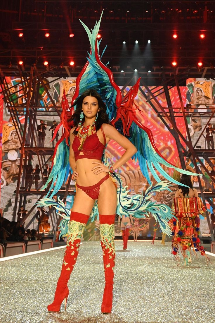 All the Looks From the Victoria's Secret Fashion Show 2016
