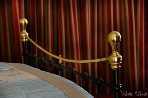 The brass top rail succeeds in bringing the bed to life in any setting.