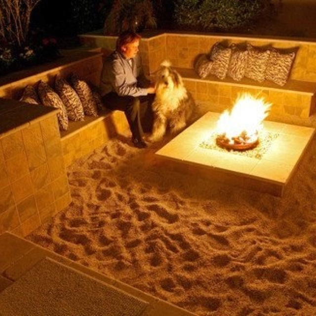 beach fire pit at home! A mini bonfire area with sand, with a beach-feel. Love the sand idea. Afraid of cat poop!