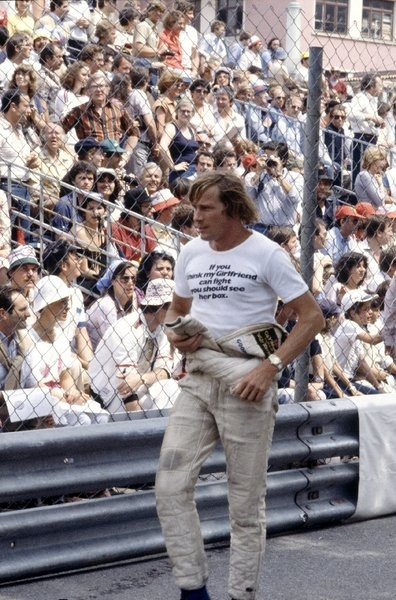 If you think my girlfriend can fight you should see her box. James Hunt a hero and a legend.