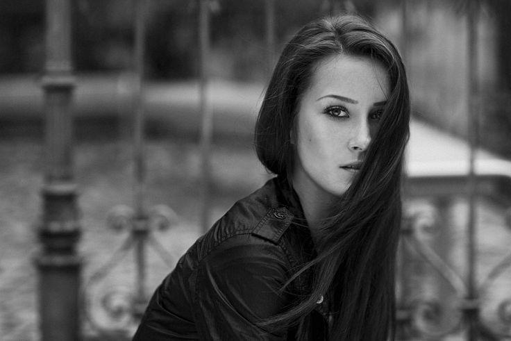 Sabrina_Female_Portrait_Natural_©SimonThoisPhotography