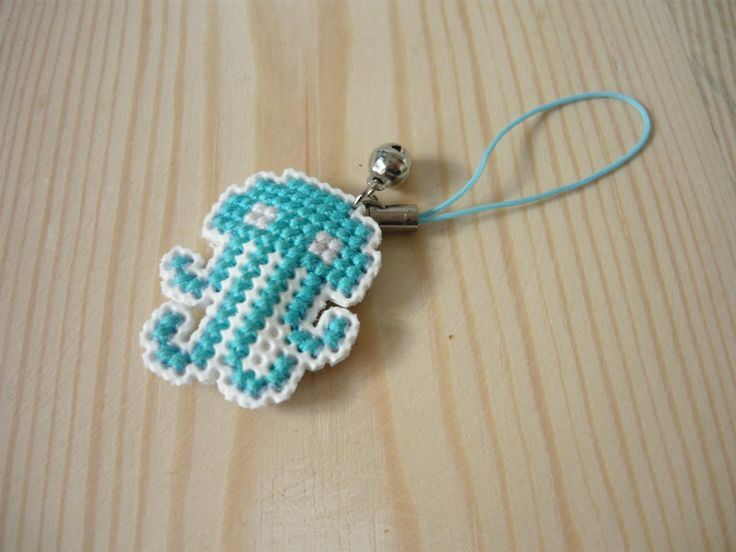 Cross stitch phone charm - Octopus by MariAnnieArt on Etsy #MariAndAnnieArt #crossstitch #phonecharm #embroidered