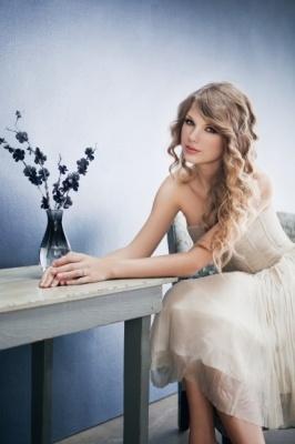 Taylor Swift: Speak Now photoshoot