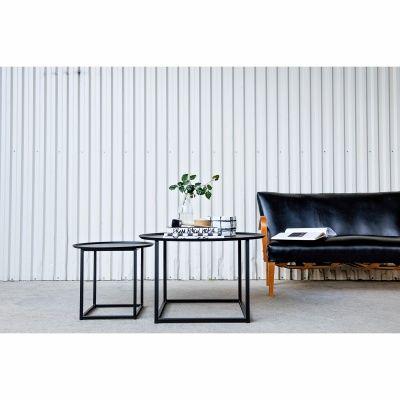 Domo Round Square bord från Domo Design. Produkterna från Domo Design är tillverkade i rent stål. Ur...