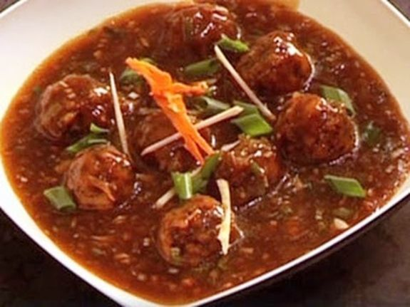 Vegetable balls served with indo chinese gravey.