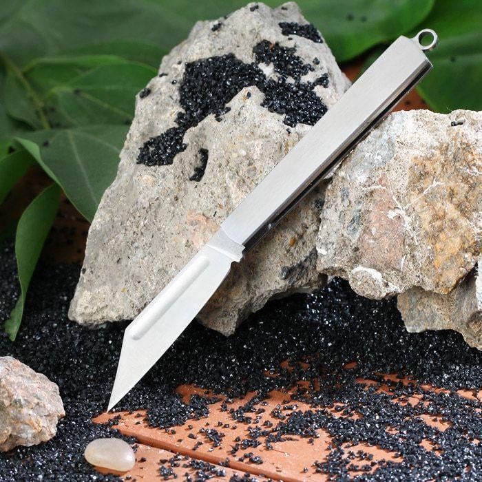 Cueca Folding Portátil Sanrenmu A148 Principais características:  Sanrenmu A148 faca dobrável com mini tamanho, perfeita para sobrevivência ao ar livre  Lâmina de aço inoxidável, durável e afiada  Com sulco na lâmina, mais conveniente para você abrir a faca  Com um buraco no final da alça para amarrar o anel chave, mais conveniente para você carregar e não é fácil de perder  Alça de espelho, parece mais legal  Ferramenta agradável para camping, caça, caminhadas, aventura e uso doméstico