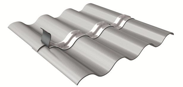 ADESIVOS BETUMINOSOS. É uma fita impermeabilizante betuminosa auto-adesiva protegida por uma película de metal de alumínio ou de cobre, reforçada com uma película de poliéster. O composto adesivo betuminoso é protegido até à sua utilização por uma película de libertação de silicone. Cor: Alumínio Peça cotação à ODEM Portugal via odem.geral@odem.pt