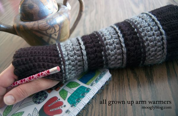 All Grown Up Arm Warmers - free pattern on mooglyblog.com (perfect for fall, and…