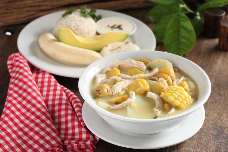 Ajiaco acompañado de banano, aguacate, arroz y arepa. http://www.elrancherito.com.co/
