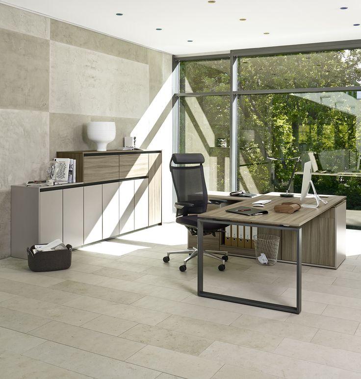 Chefbüro Schreibtisch: Der Schreibtisch Intero von Febrü lässt ein Chefbüro modern und elegant wirken.